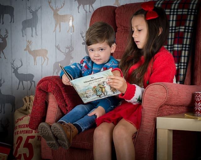 niños leyendo libros infantiles