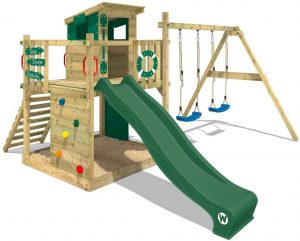 parque de madera y tobogan niños